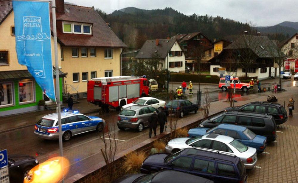 Hilfeleistung - H1 vom 05.01.2012  |  Feuerwehr Kirchzarten (2012)